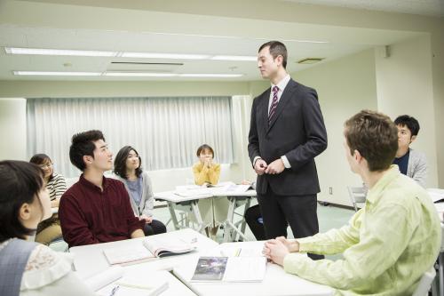 プロネイティブ講師による実践的な授業